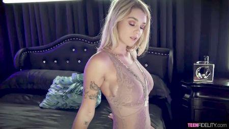 Жена Снимает Грязные Носки Колготки В Ванной Видео